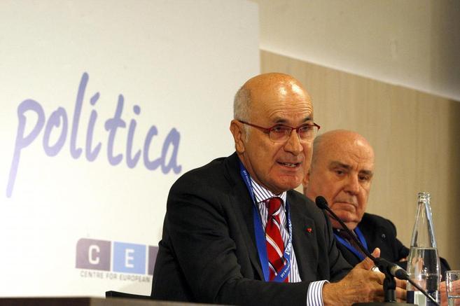 Josep A. Duran i Lleida durante una conferencia en Cuatrecasas.