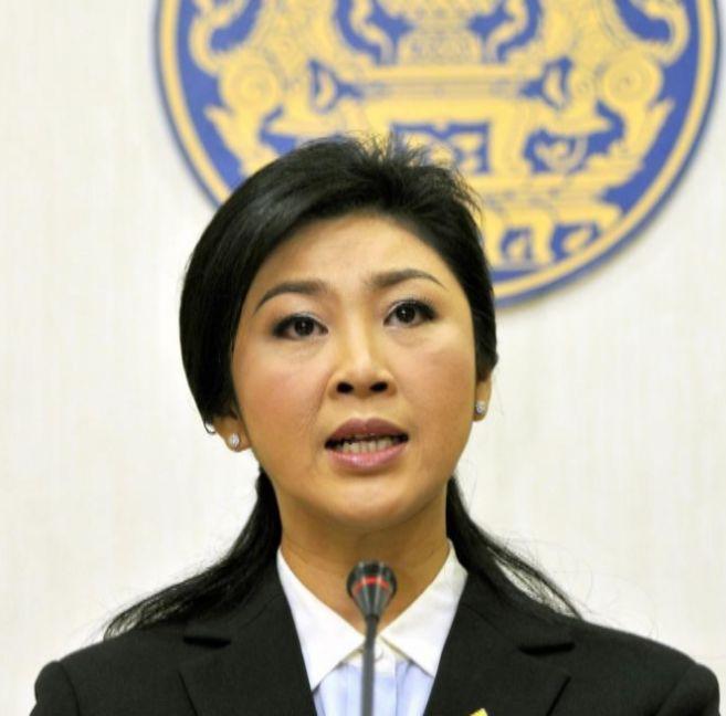 La primera ministra Yingluck Shinawatra se dirige a la nación en un...