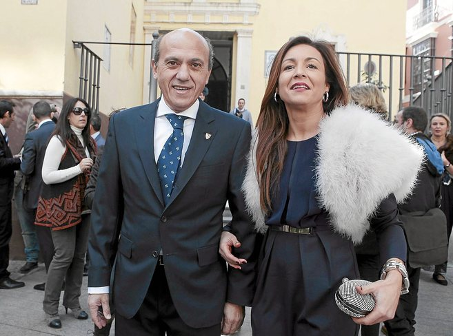 José María del Nido y Laura Marcos, su actual pareja, en la boda del...