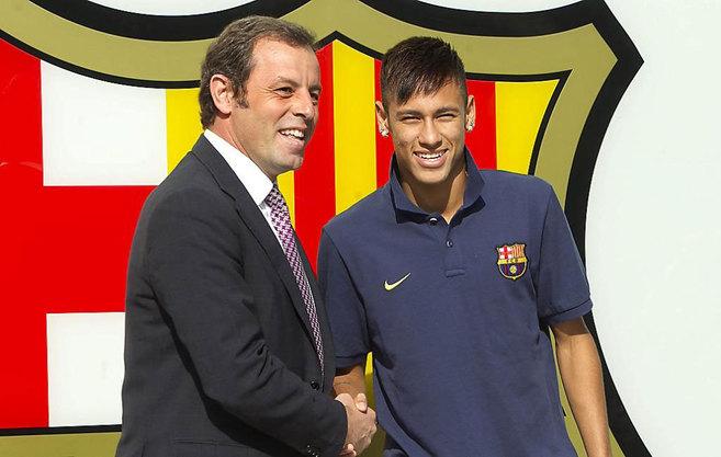 Sandro Rosell y Neymar, en la presentación del brasileño como...