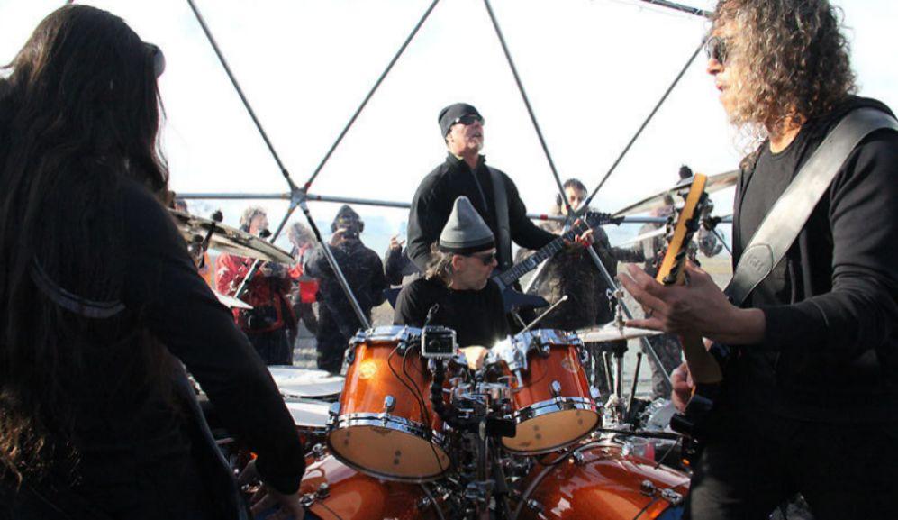 La banda durante el concierto en la Antártida