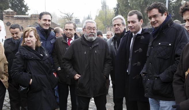 Cándido Méndez (centro), con Tomás Gómez y Óscar López en el...