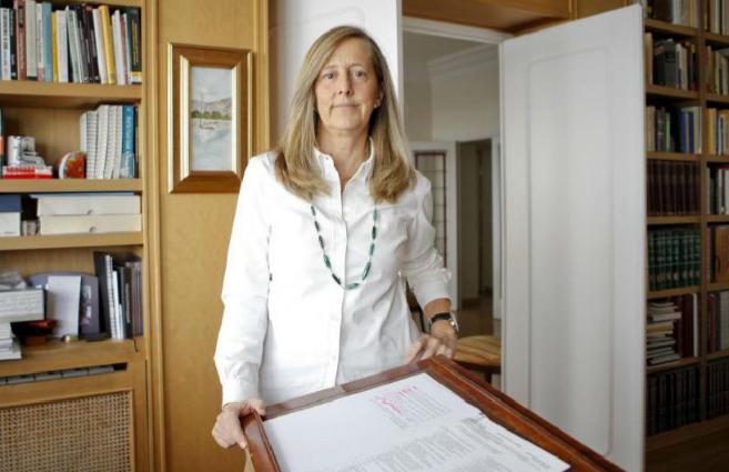 Clara Eugenia Núñez en el despacho de su casa en Madrid.