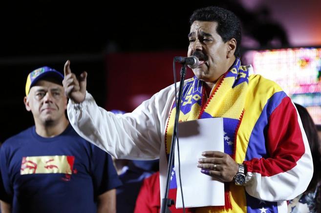 Nicolás Maduro se dirige a sus seguidores en la Plaza Bolívar en...