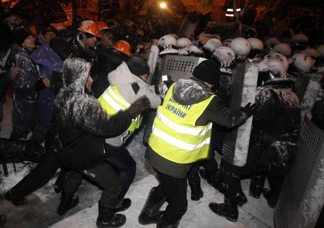 Choques entre la policía y los manifestantes que se han producido hoy...