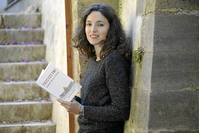 La periodista y cantautora Mariona Forteza con su libro.