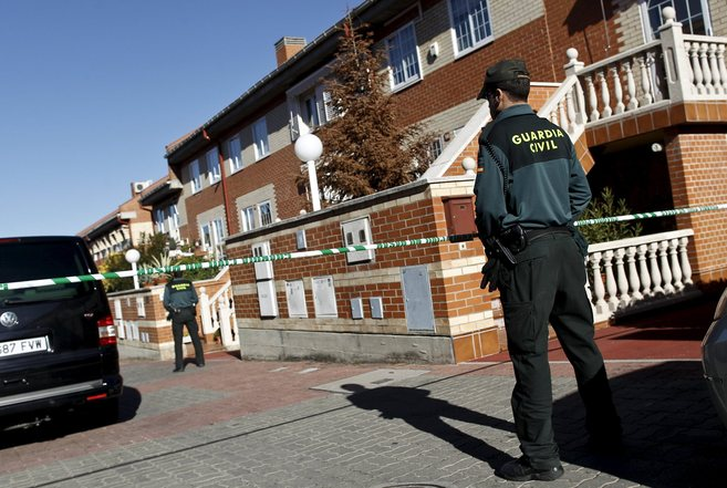 La Guardia Civil, en el lugar donde se produjo el asesinato.