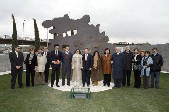 Inauguración en marzo de 2007 de una de las rotondas a las que se...