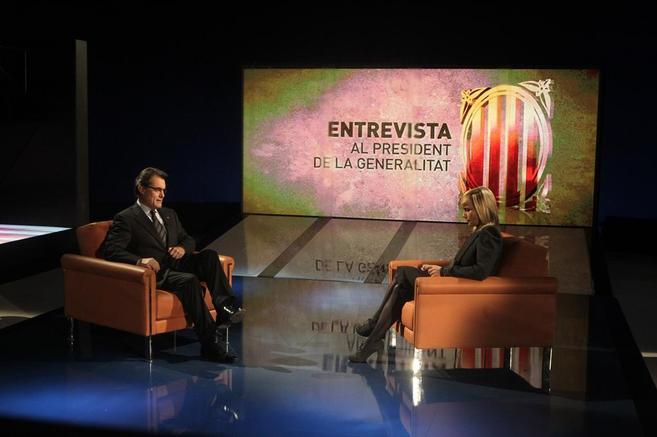 Mónica Terribas entrevista a Artur Mas en TV3 en 2011.
