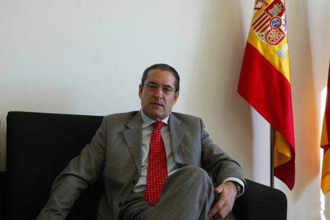 Carlos Domínguez en su despacho.