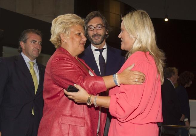 Miguel Folguera, a la izquierda de la imagen, junto a Ángeles...