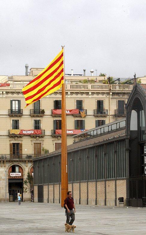 Bandera catalana situada en el barrio del Born, en Barcelona.