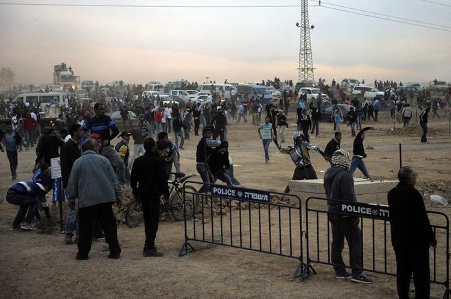 Choques entre beduinos y agentes de seguridad de Israel en una...