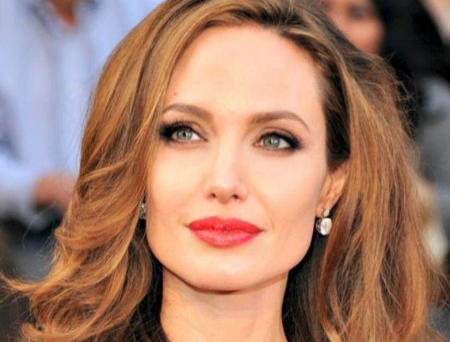 Angelina Jolie, dos meses después someterse a una doble mastectomía,