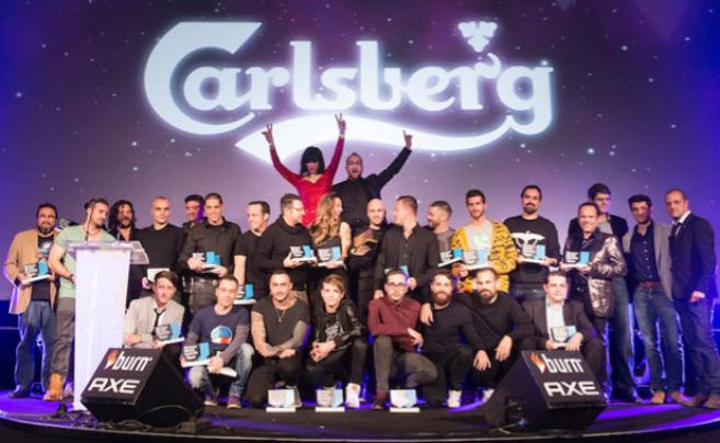 Todos los galardonados, reunidos en el escenario tras la entrega de...