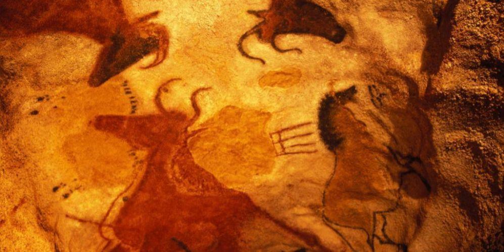 Pinturas rupestres en una cueva