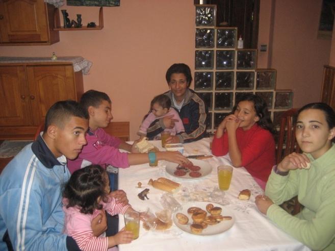 Sambra Bumedien, con seis de sus hijos.