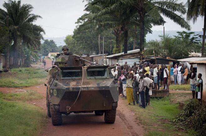 Un vehículo del Ejército francés en una calle de Bangui, República...