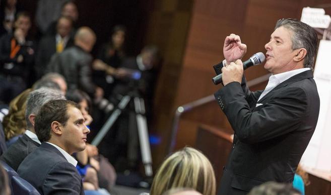 El cantante Francisco, durante su intervención ante Albert Rivera.