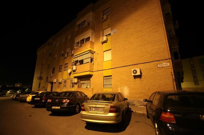 Bloque de viviendas de la calle Pesadora, de Alcalá de Guadaíra,...