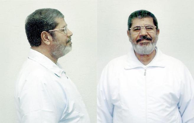 La ficha policial del depuesto presidente egipcio, Mohamed Mursi, que...