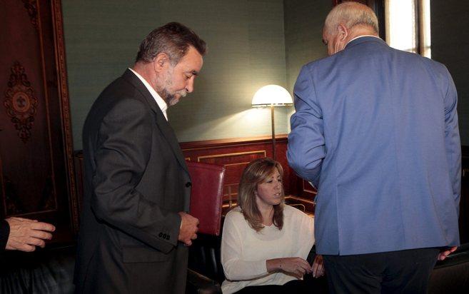 Susana Díaz, en una reunión con Francisco Fernández (izqda.), de...