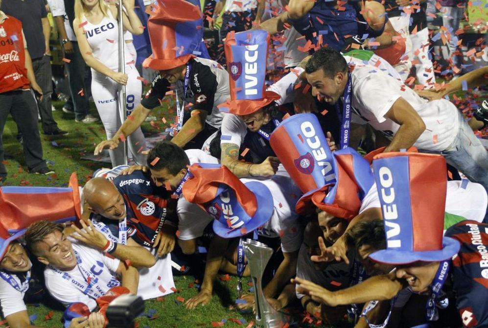 La locura se apoderó de los jugadores de San Lorenzo, quien hace un...