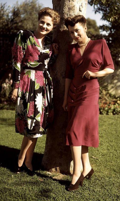 Joan Fontaine (i) y su hermana Olivia de Havilland (d).