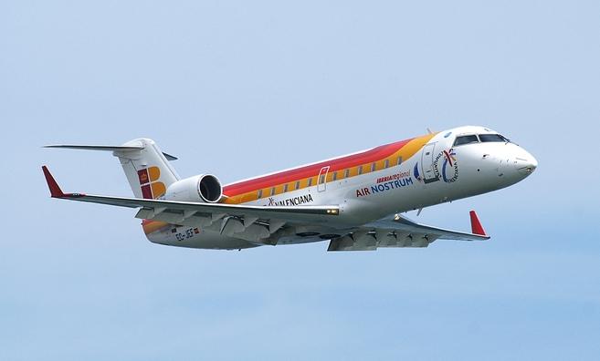 Uno de los aviones de Iberia que cubre la conexión Sevilla-Almería,...