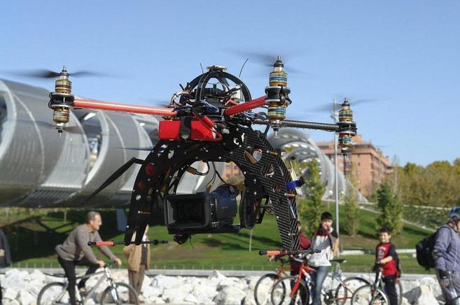 El dron ha sido probado en Madrid Río, junto al puente de Perrault,...