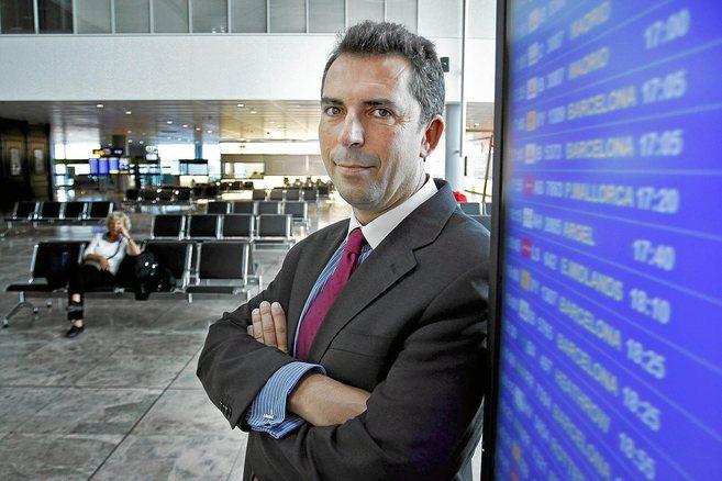 El director del aeropuerto Santiago Martínez-Cava.