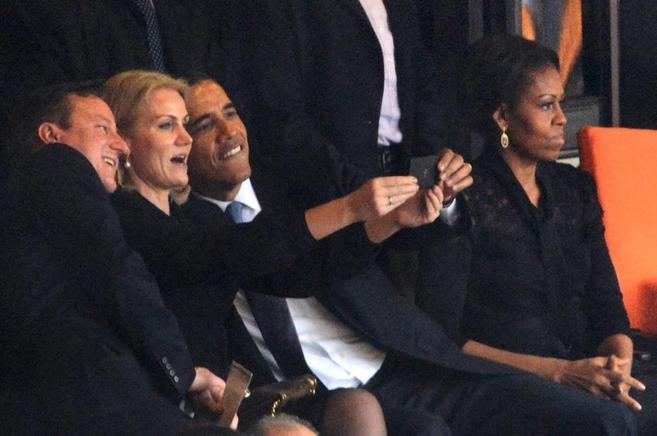 Momento en el que los tres mandatarios se hacían la autofoto.