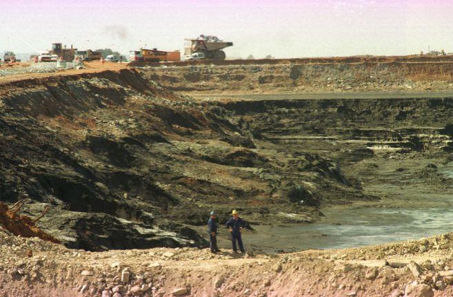 Estado en que quedó la balsa de residuos tóxicos de la mina de...