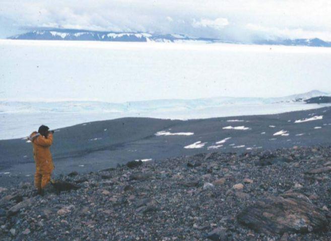Un investigador explora la región de la Antártida donde se ha...