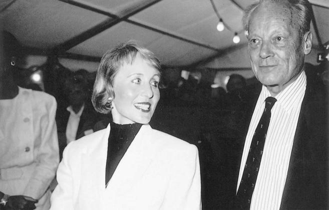 Willy Brandt con su esposa Brigitte Seebacher, en 1992.
