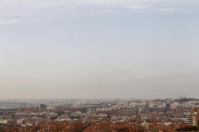 Imagen de la contaminación sobre el cielo de Madrid.