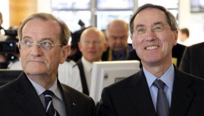Claude Gueant, ex ministro de Interior francés (dcha) y Michel Gadin...