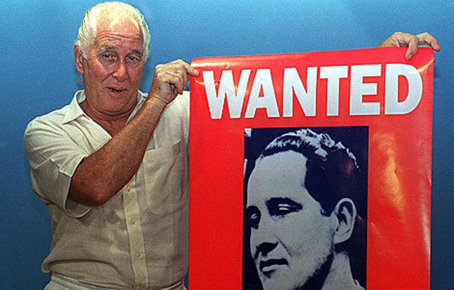 Biggs promociona su libro en Río de Janeiro en 1994.