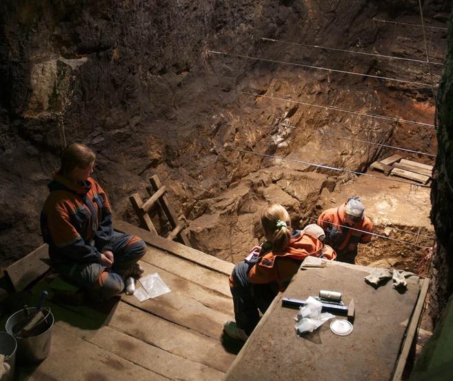 Excavaciones de la Cueva de Denisova (Siberia, Rusia).
