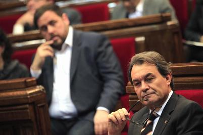 El presidente del Govern y el líder de ERC, Oriol Junqueras, en el...