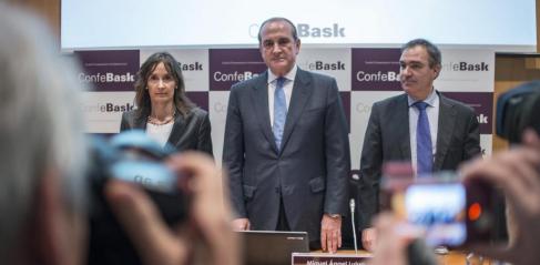 Los directivos de Confebask Lujua (c), López de Guereñu (i) y...
