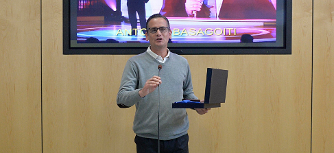 Antonio Basagoiti agradeciendo el premio concedido por los...