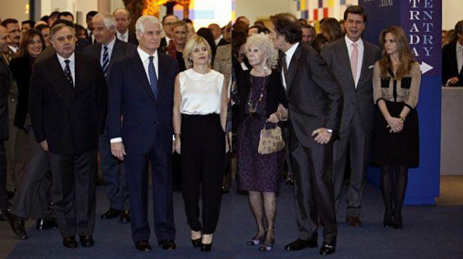 Una de las últimas imágenes de la familia Alba reunida. De izquierda...