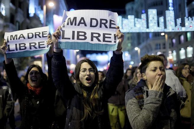 Manifestación a favor del aborto frente al Ministerio de Justicia.