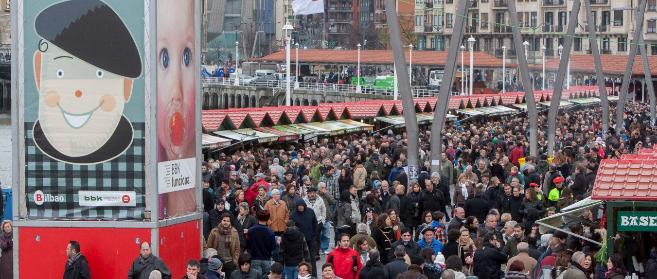 El Arenal bilbaíno desbordado de gente.
