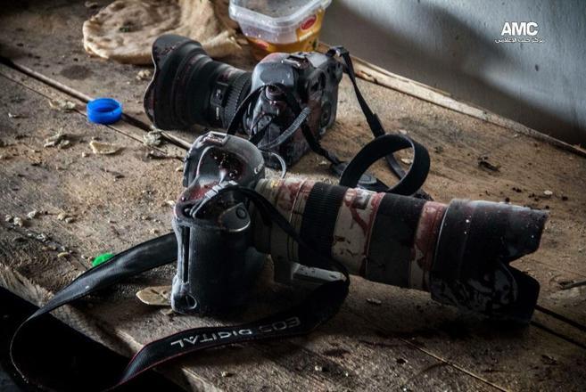Las cámaras ensangrentadas de Molhem Barakat, fotógrafo sirio...