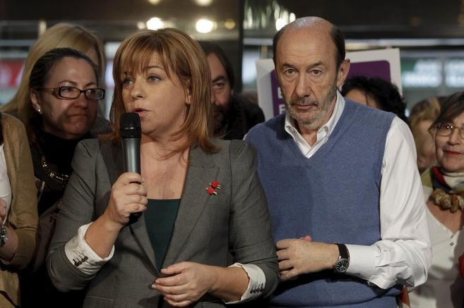 Elena Valenciano y Alfredo Pérez Rubalcaba, en el acto de Ferraz en...
