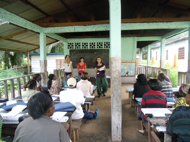 Voluntarias ZyL impartiendo un curso de formación sanitaria