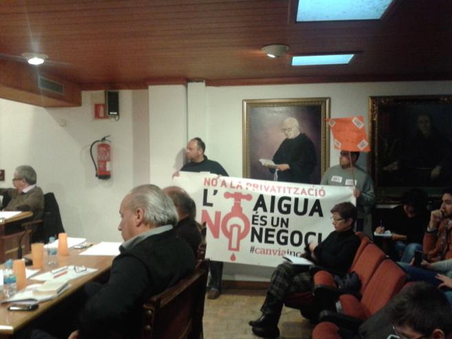 Pancarta mostrada durante el pleno de hoy en el Ayuntamiento de Inca.