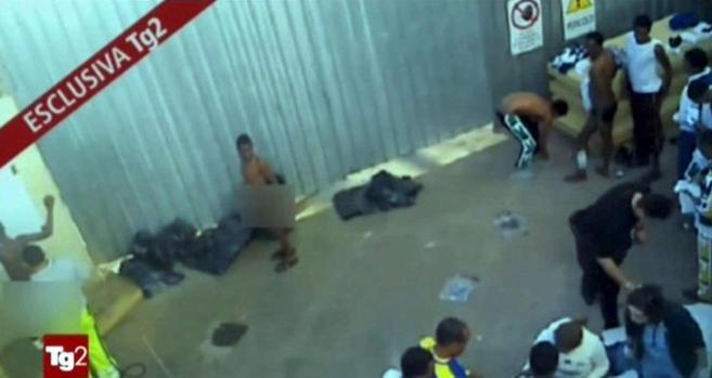 Captura de un vídeo de la RAI donde se ve a inmigrantes obligados a...